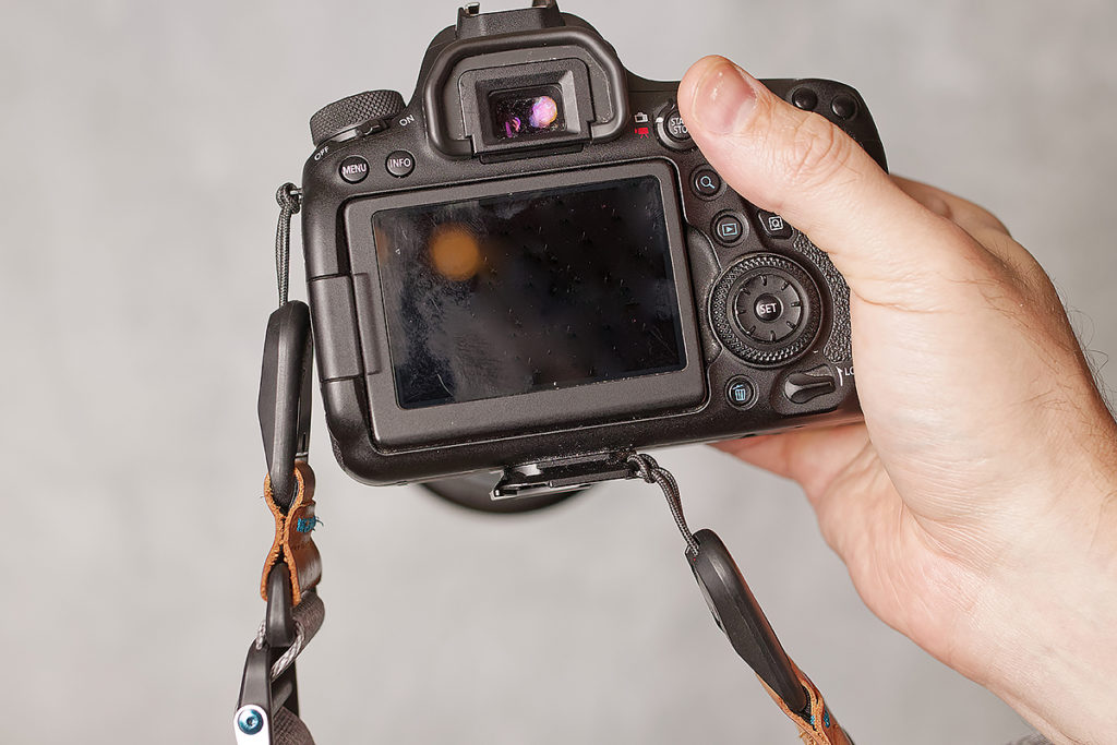 peak design slid attachments points on camera